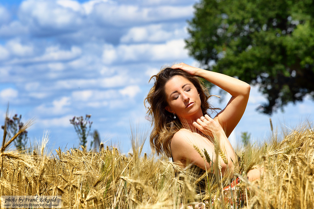 Sonnenstrahlenwarmgeküsst   Nadine S. by Frank Eckgold